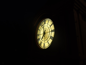 clock_tower_clock_in_night