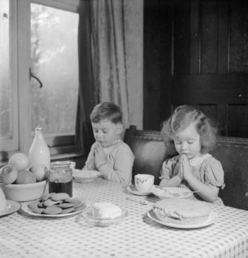 luxembourgers_in_england-_evacuees_in_surrey2c_1942_d11103